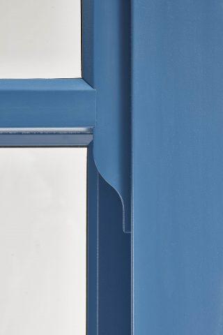 blue ultimate Roseview Windows, run-through horn, studio shot